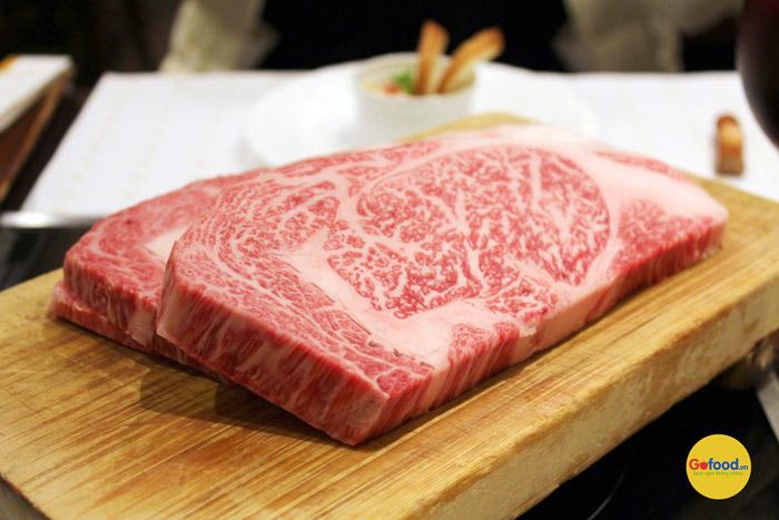 Thịt thăn lưng bò Kobe Nhật Bản