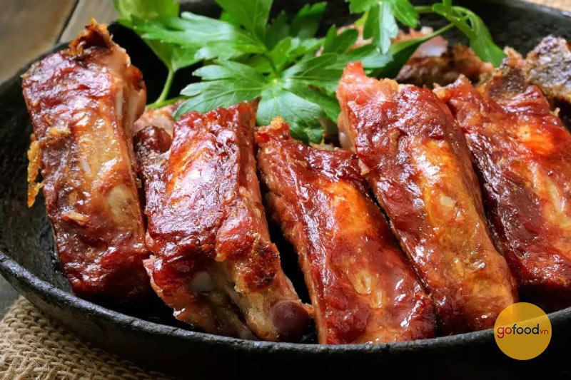 Sườn non heo Iberico xào chua ngọt ăn cùng cơm cực hợp