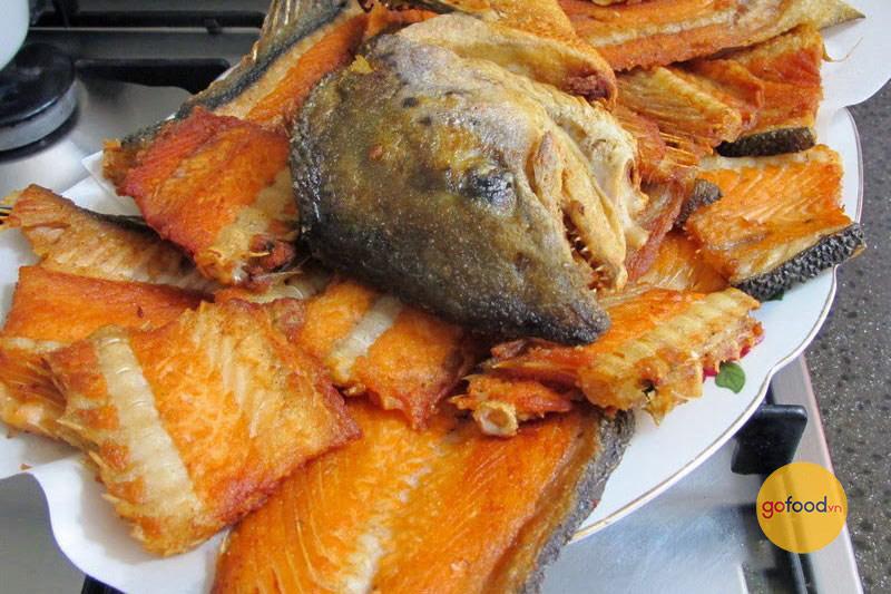 Món xương cá hồi chiên giòn